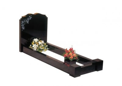 Black granite kerb set with a dipped centre headstone and double check shoulders.